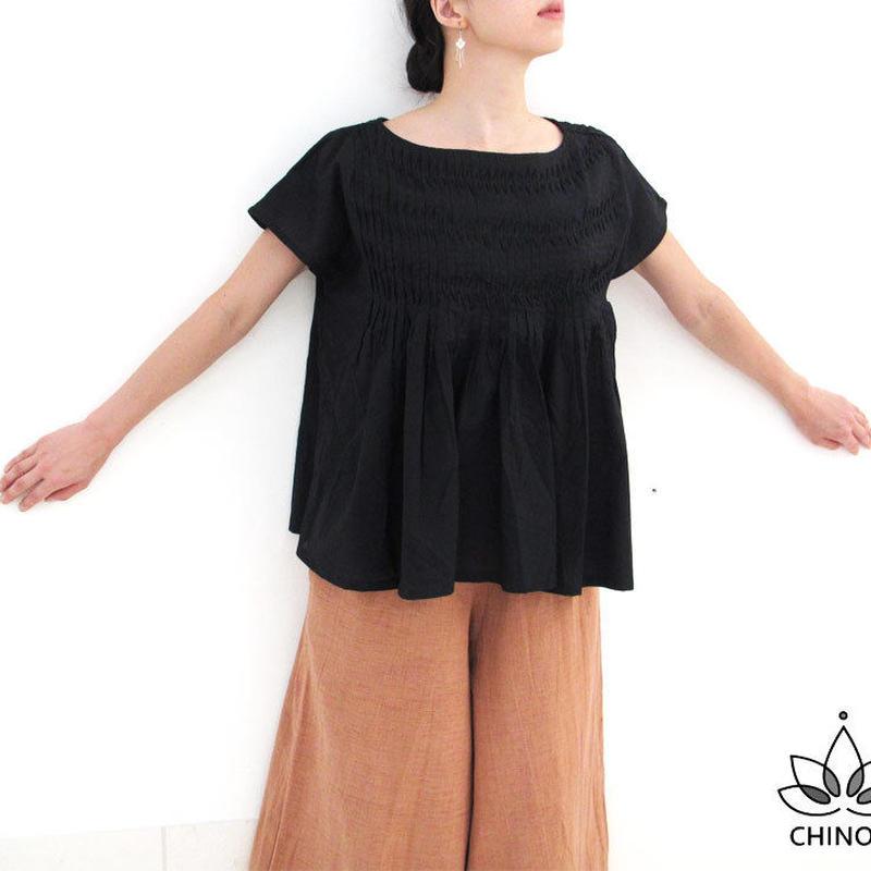 大きいサイズ、ゆったり、黒のピンタックコットン半袖ブラウス