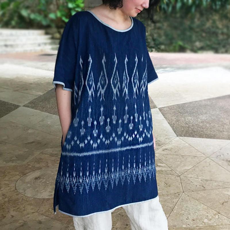 大きいサイズの藍染、手織綿、絣織の半袖チュニック、オールシーズン