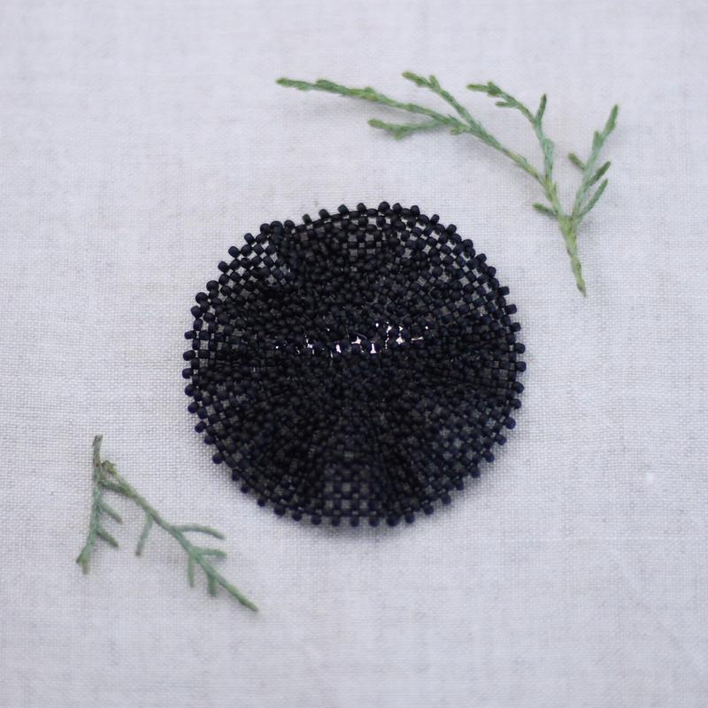 ビーズブローチ L(ブラック)