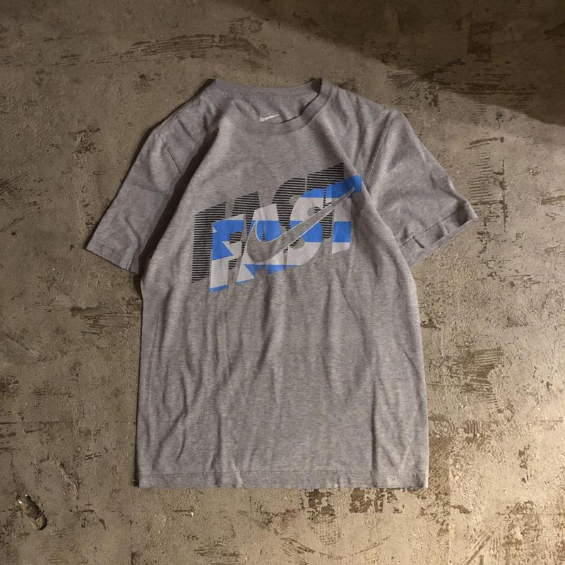 "NIKE ナイキ グレー ""FAST"" スウォッシュロゴ プリント 半袖Tシャツ / 古着 ビンテージ"