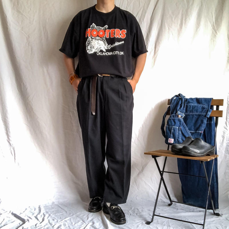 "1990's~ ""HOOTERS"" black print cotton S/S tee"