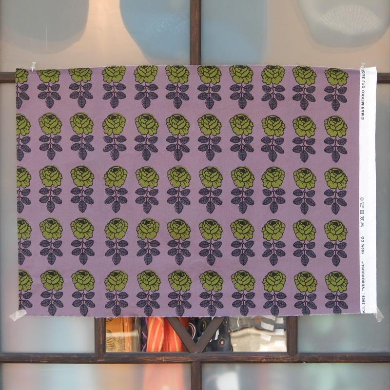 マリメッコ marimekko <Vihkiruusu>ファブリック(パープル)50×73cm 日本未入荷