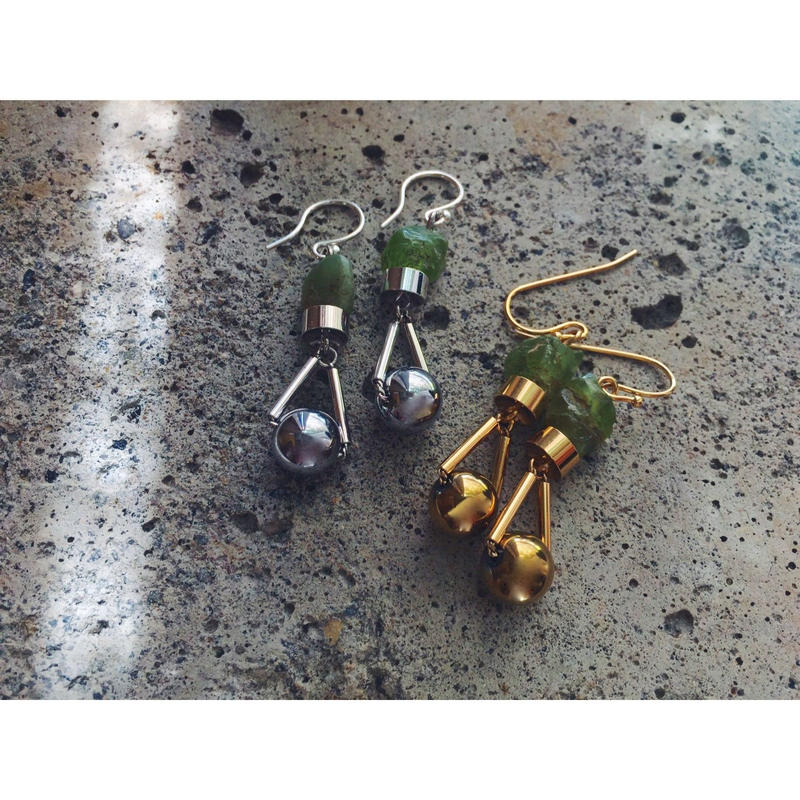 """PARTICLE"" EARRINGS  -  PERIDOT NUGGETS x HAEMATITE"