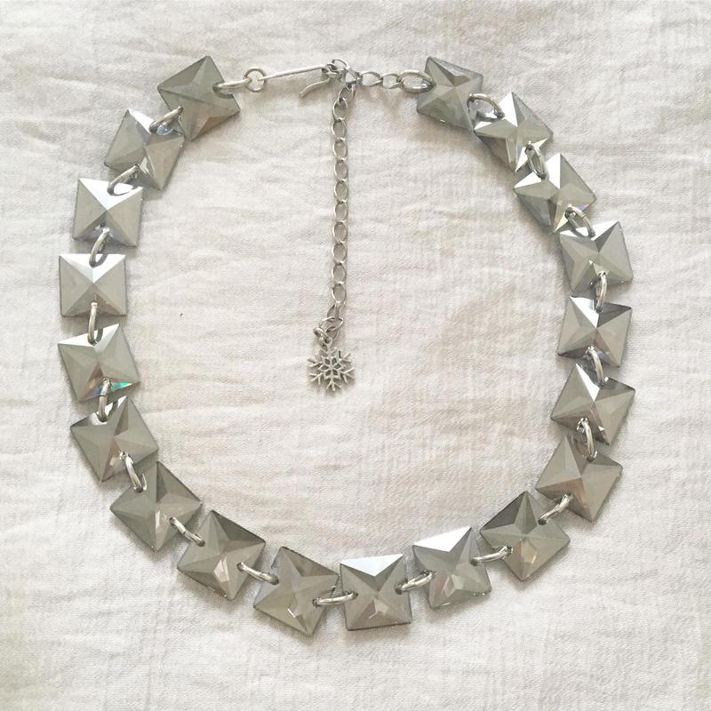 BOUTIQUE  Swarovski square glass necklace TZ-2400