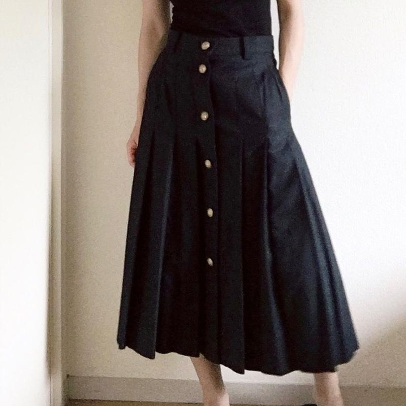 VACANCES  cotton backsatin  pleats skirt   TC-2700 / NAVY