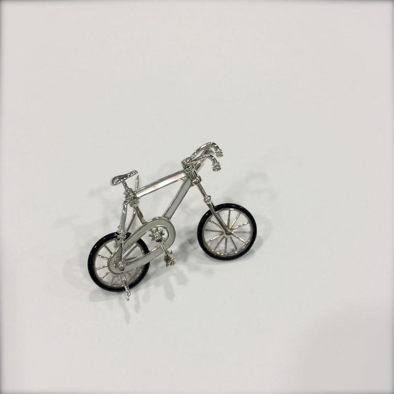Bicycleホワイトゴールドブローチ