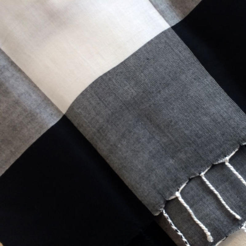 コットン & シルク 手織り大判ストール 【チェック柄 ホワイト & ブラック 】