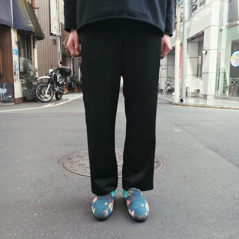 EASY LINE PANTS 【 THEE 】