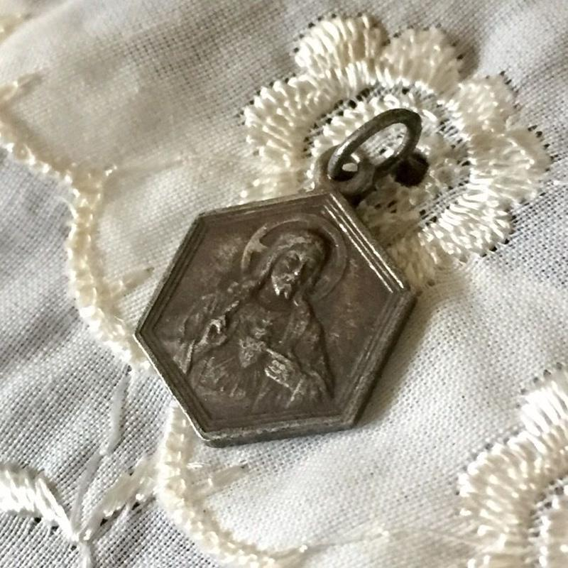 Antique Medaille or Charm (キリスト&聖母マリア・メダイ)- type*I