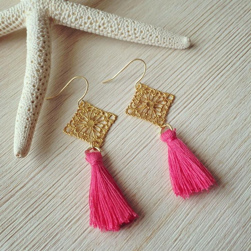 gold spuare charm&pink tassel pierce