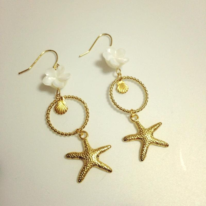 shell flower & gold charms pierce