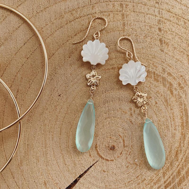 [14kgf] Shell  × Sea blue chalcedony earrings