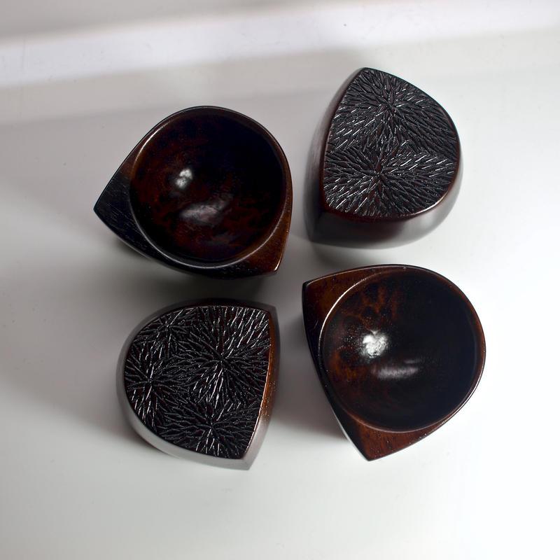 黒柿のぐい呑〈底菊四組〉