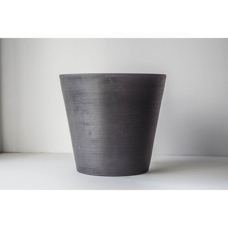 Black Pot 20cm