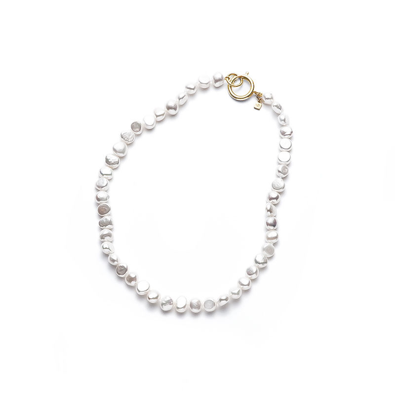 White Mermaid Pearl Short Gold Clasp