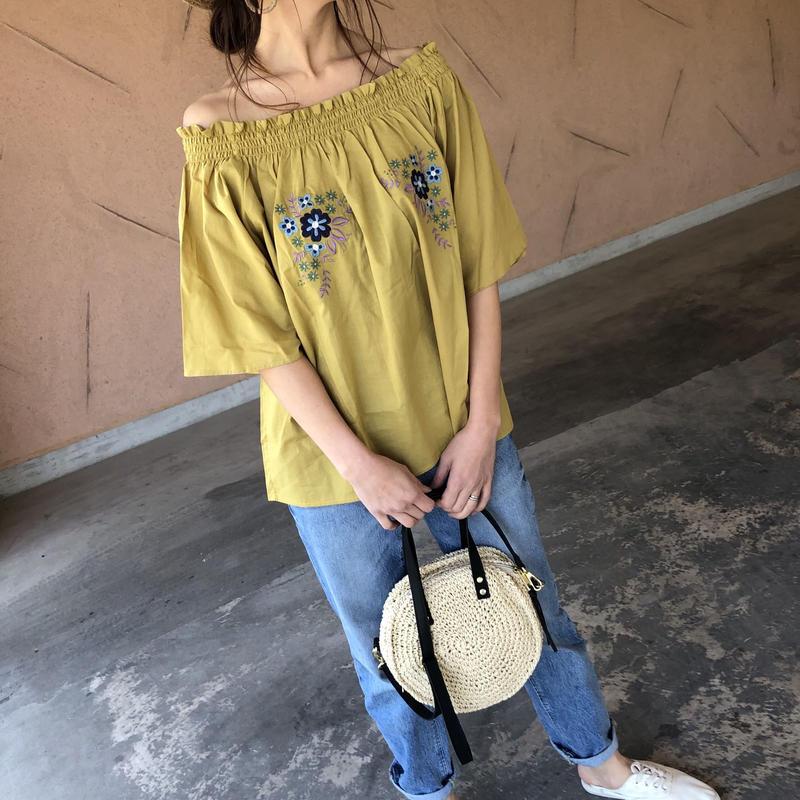 ゆる可愛い!2WAY花柄刺繍ボリューム袖オフショルブラウス(2color)【クリックポスト対象商品】