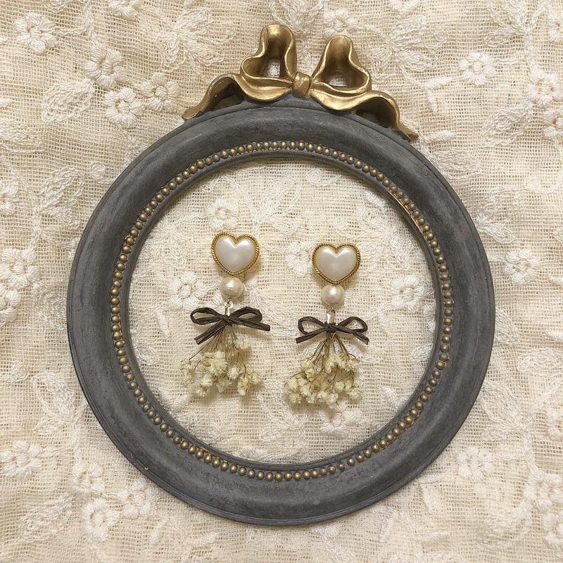 heart dry flower earring