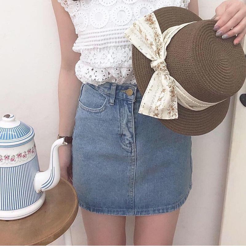 simple denim mini skirt (light blue)