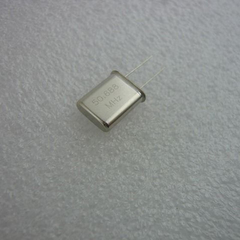 50.688MHz HC-49U Type 水晶振動子   (X'TAL 50.688MHz HC-49U TYPE)