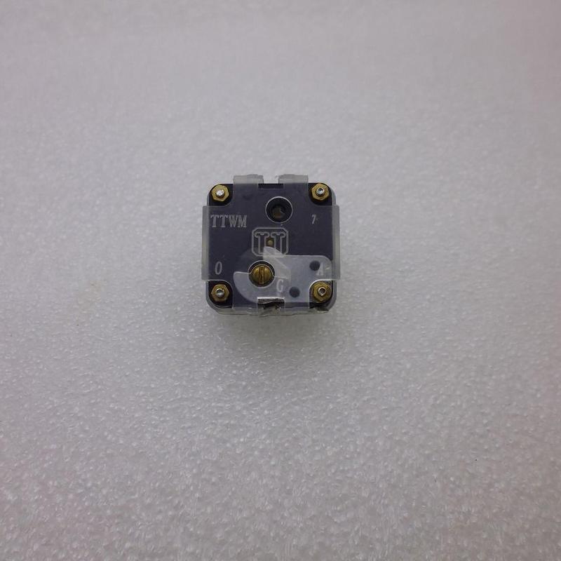 単連ポリバリコン (PVC)  270pF