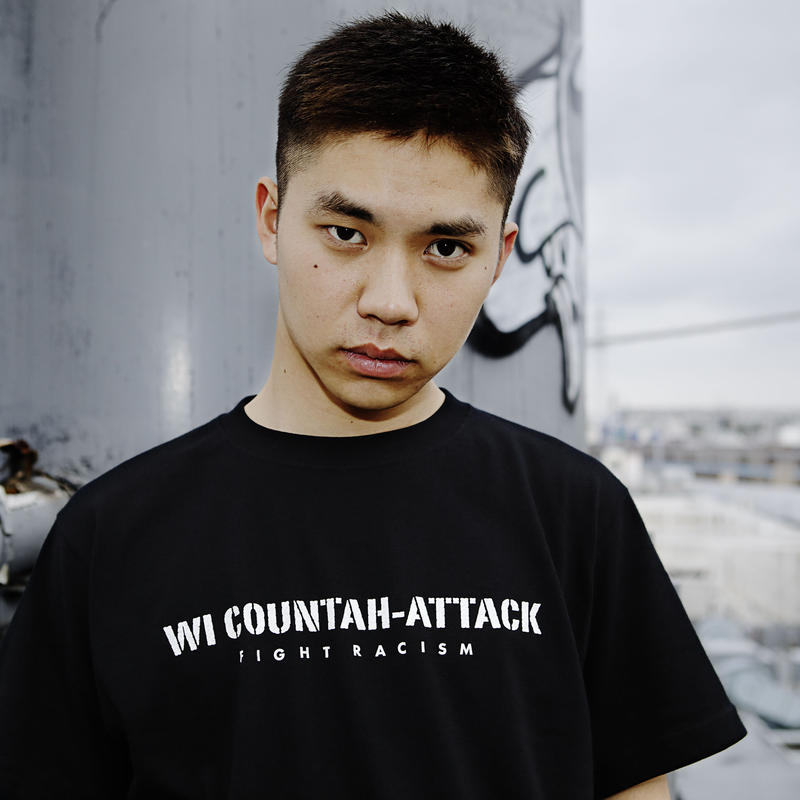 T-Shirt: Wi Countah-Attack - Fight Racism  (black with stickers)