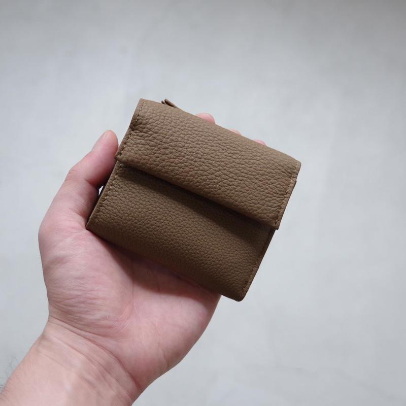 ERA. / BUBBLE CALF MINI WALLET / col.トープ
