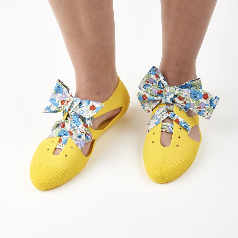 K106 YELLOW  Bathing Shoes