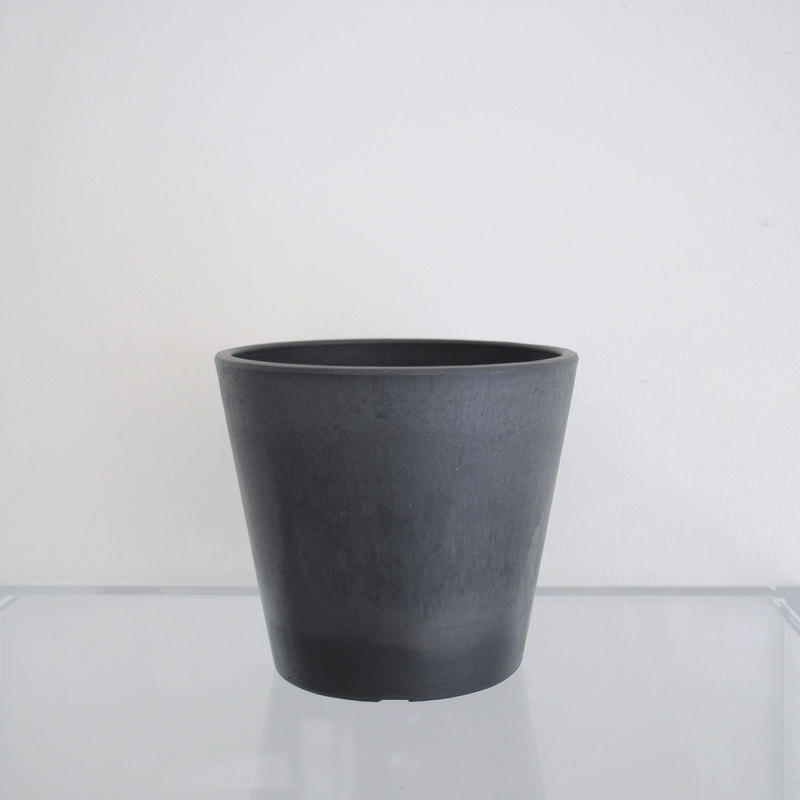 plastic pot M / Black