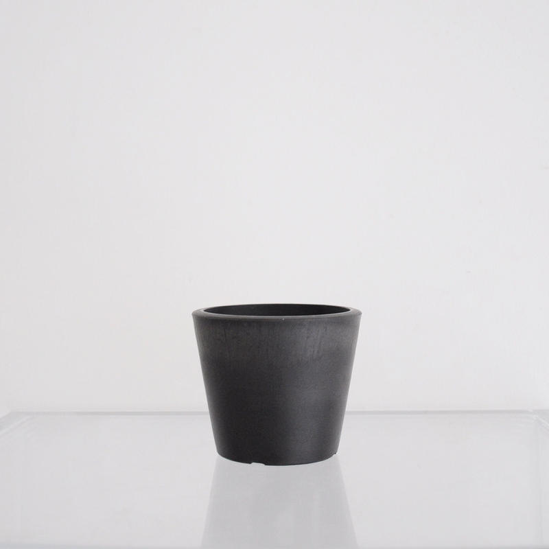 plastic pot XS / Black