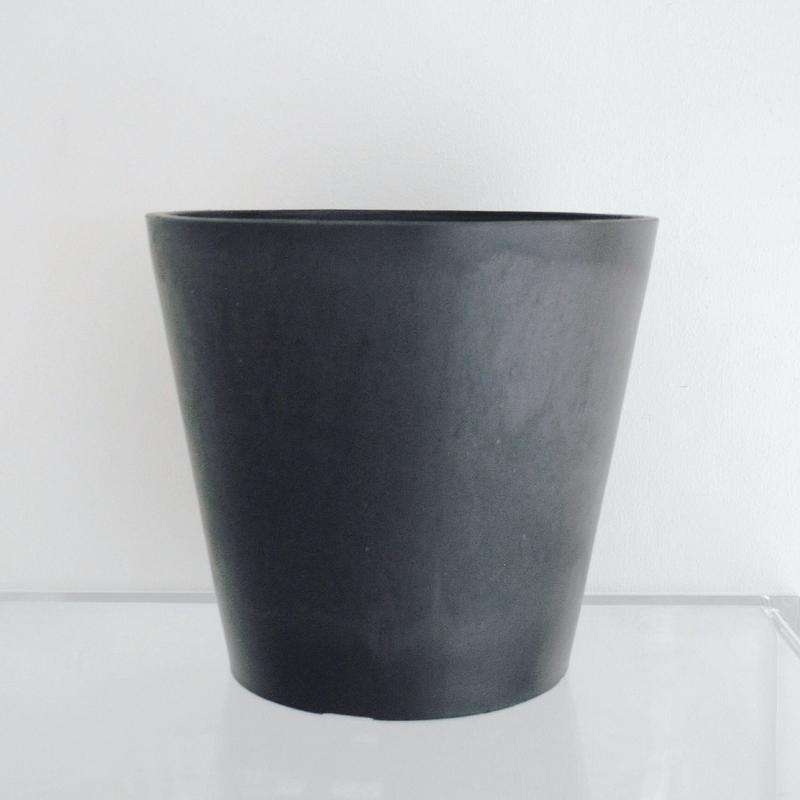 plastic pot XL / Black
