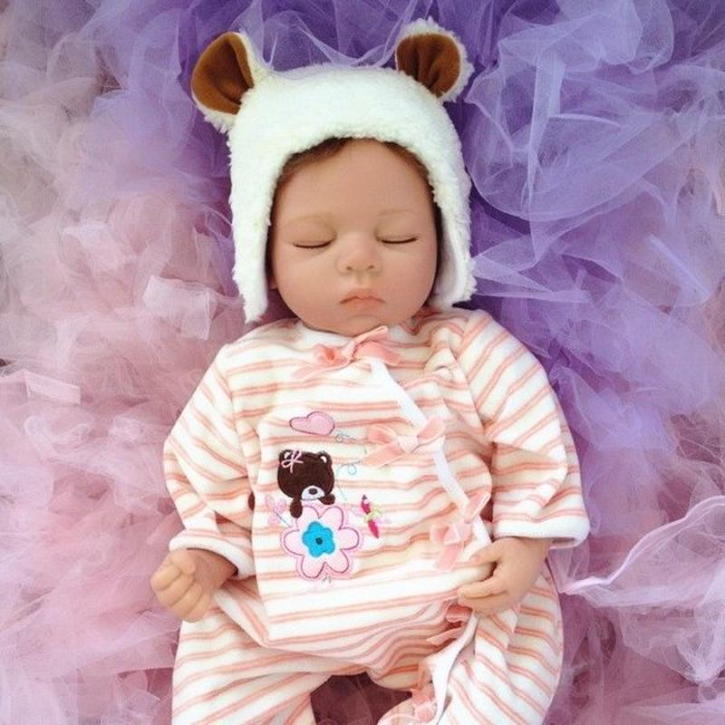 リボーンドール 赤ちゃん人形 ベビー人形 ベビードール 海外ドール リアル ハンドメイド 高級 服 衣装付き かわいい クマ帽子でスヤスヤ