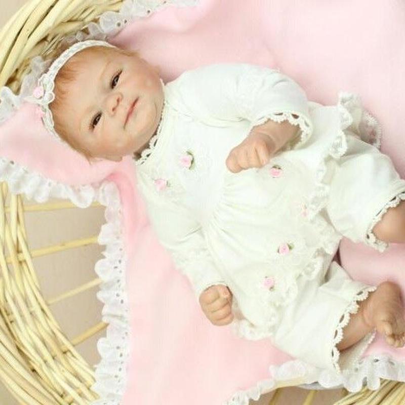 リボーンドール リアル赤ちゃん人形 小さめ40cm かわいいベビー人形 ハンドメイド海外ドール 衣装とおしゃぶり・哺乳瓶付き 天使みたいな白のベビー服 新生児ちゃん 選べるアイカラー