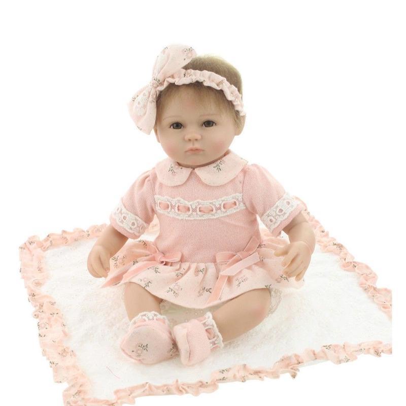 リボーンドール 赤ちゃん人形 ベビー人形 ベビードール 海外ドール リアル ハンドメイド 高級 服 衣装付き かわいい 本物のようなお髪 ピンク ワンピースでおめかし おしゃぶりの乳児ちゃん