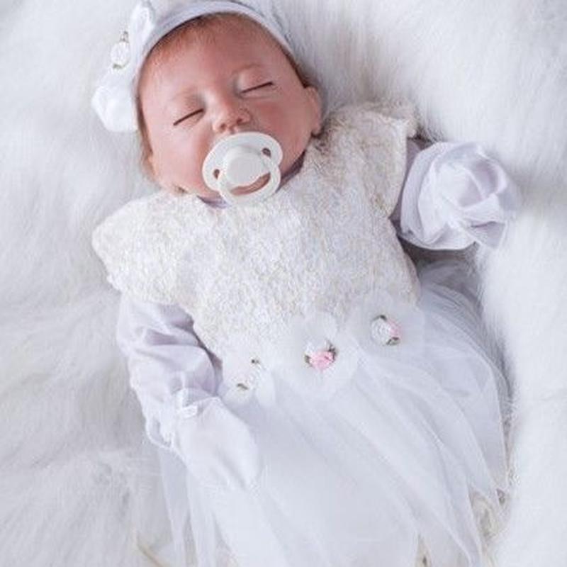 リボーンドール リアル赤ちゃん人形 本物そっくり かわいいベビー人形 ハンドメイド海外ドール 衣装付き クローズアイ おねんねすやすや 天使みたいな女の子 新生児ちゃん