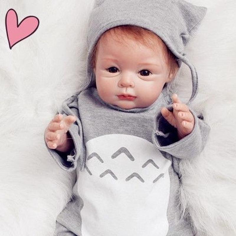 リボーンドール リアル赤ちゃん人形 本物そっくり かわいいベビー人形 ハンドメイド海外ドール 衣装付き ブラウンアイ 外国の女の子 本物みたいな新生児ちゃん