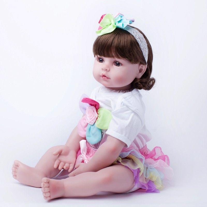 リボーンドール 赤ちゃん人形 ベビー人形 ベビードール 海外ドール リアル ハンドメイド 高級 服 衣装付き かわいい ミディアムヘア の女の子 あどけない幼児ちゃん 元気