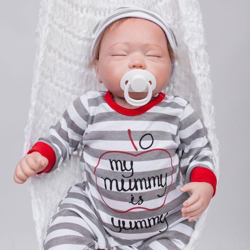 リボーンドール リアル赤ちゃん人形 本物そっくり かわいいベビー人形 ハンドメイド海外ドール 衣装付き クローズアイ すやすや おねんね中 しましまパジャマ 本物みたいな乳児ちゃん