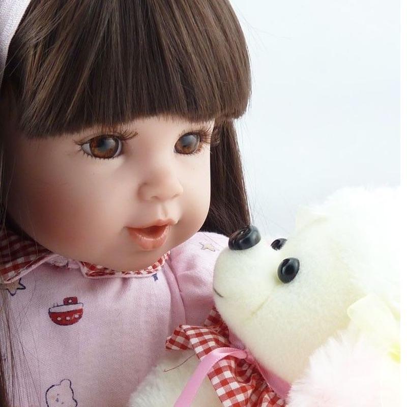 トドラー人形 プリンセスドール リボーンドール 抱き人形 高級ハンドメイド海外ドール かわいい幼児ちゃん人形 衣装付き ダークセミロングヘア 上品 聡明 優しそうなお嬢様 ワンちゃんと一緒