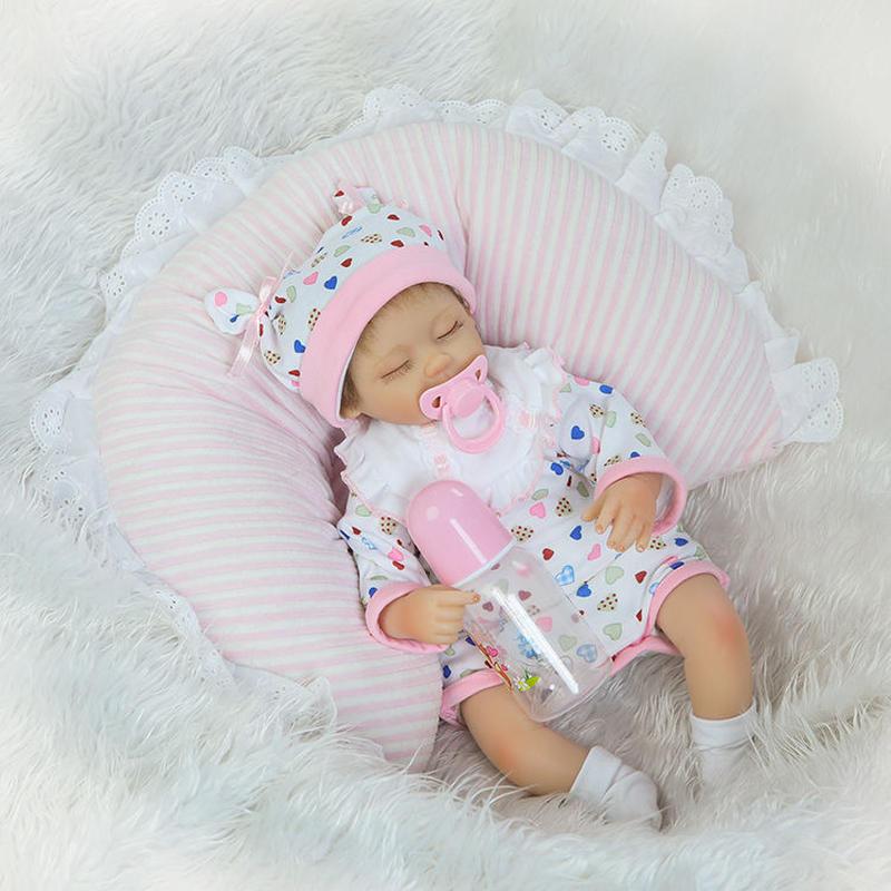 リボーンドール リアル赤ちゃん人形 小さめ40cm かわいいベビー人形 ハンドメイド海外ドール 衣装とおしゃぶり・哺乳瓶付き クローズアイ すやすや安らか 睡眠中の乳児ちゃん
