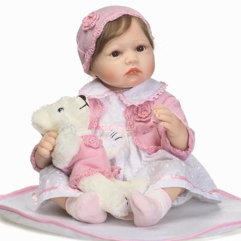 リボーンドール リアル赤ちゃん人形 本物そっくり かわいいベビー人形 ハンドメイド海外ドール 衣装・ぬいぐるみ付き ブラウンアイ 優しいお顔 かわいいお帽子の女の子