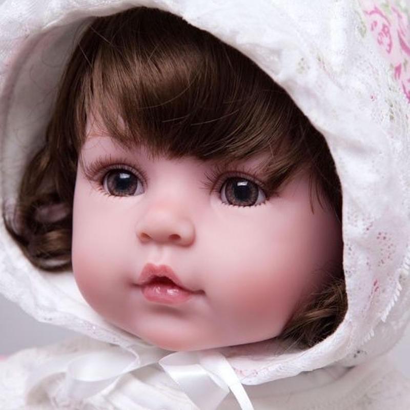 リボーンドール 赤ちゃん人形 ベビー人形 ベビードール 海外ドール リアル ハンドメイド 高級 服 衣装付き かわいい レースのフード お人形さん風 女の子