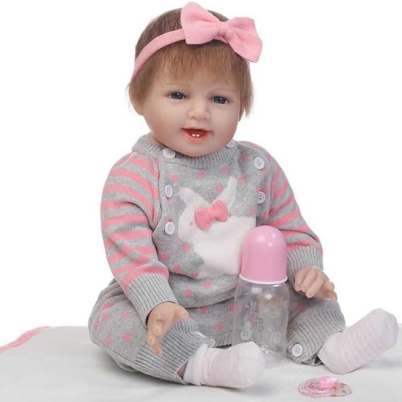 リボーンドール リアル赤ちゃん人形 本物そっくり かわいいベビー人形 ハンドメイド海外ドール 衣装と哺乳瓶・おしゃぶり付き ブルーorブラウンアイ 笑顔がかわいい乳児ちゃん あどけない女の子