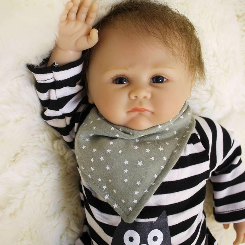 リボーンドール リアル赤ちゃん人形 本物そっくり かわいいベビー人形 ハンドメイド海外ドール 衣装付き ブルーアイ 小さめ男の子 本物みたいな乳児ちゃん