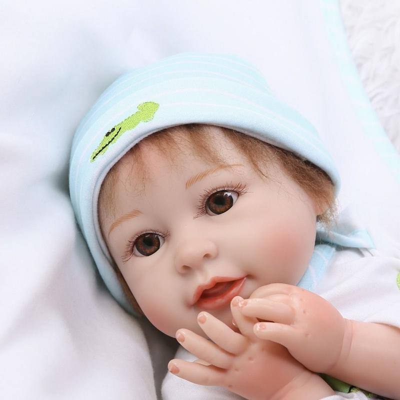 リボーンドール 赤ちゃん人形 ベビー人形 ベビードール 海外ドール リアル ハンドメイド 高級 服 衣装付き かわいい わんぱく 無邪気な男の子