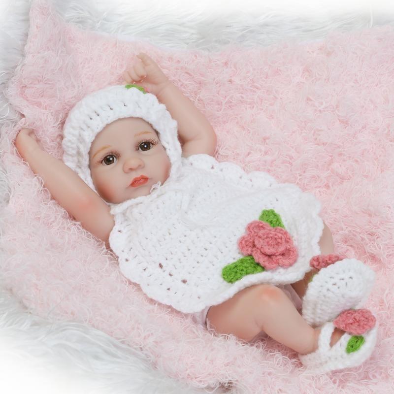 リボーンドール フルシリコンビニール リアル赤ちゃん人形 ミニサイス25cm 入浴可能 かわいいベビー人形 女の子 新生児 白い手編みのお洋服