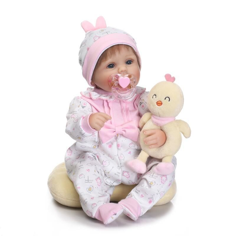 リボーンドール 赤ちゃん人形 ベビー人形 ベビードール 海外ドール リアル ハンドメイド 高級 服 衣装付き かわいい ひよこちゃんと一緒 ぽっちゃりほっぺの女の子 乳児 新生児