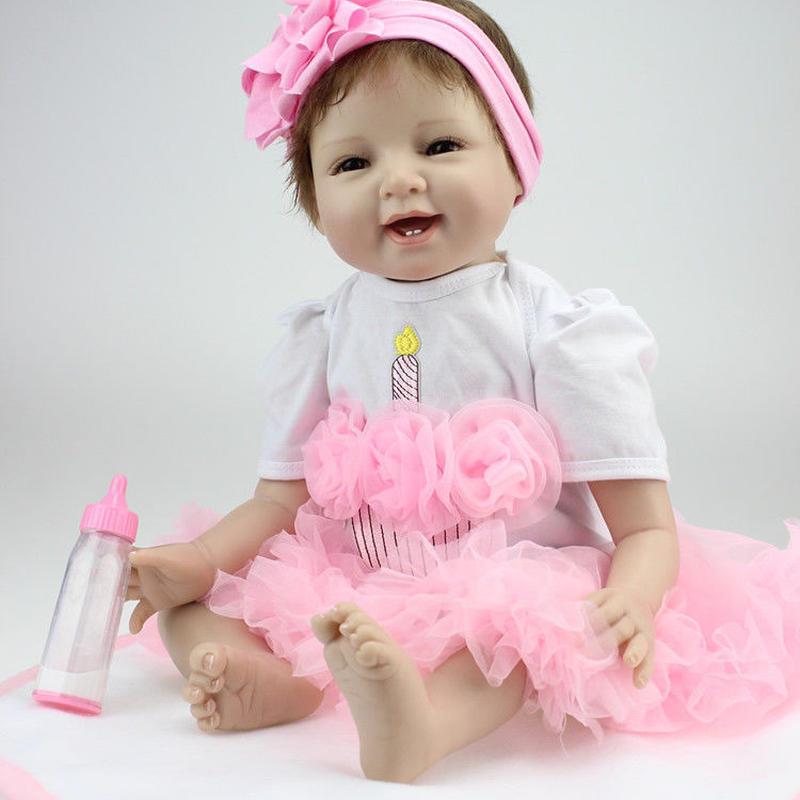 リボーンドール リアル赤ちゃん人形 本物そっくり かわいいベビー人形 ハンドメイド海外ドール 衣装とおしゃぶり付き ブラウンアイ 満面の笑顔 かわいい女の子 ピンクドレスの乳児ちゃん