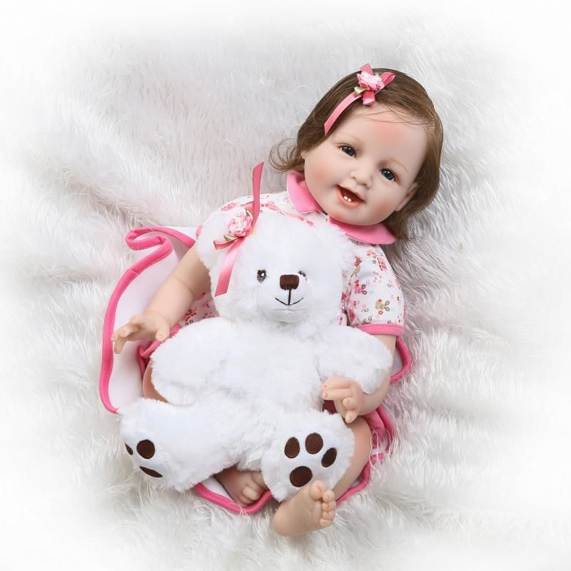 リボーンドール 赤ちゃん人形 ベビー人形 ベビードール 海外ドール リアル ハンドメイド 高級 服 衣装付き かわいい ベアしろくまさんのぬいぐるみ 笑顔のカワイイ幼児ちゃん 女の子
