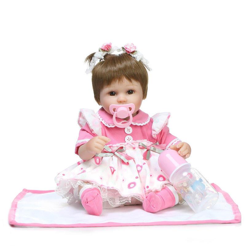 リボーンドール リアル赤ちゃん人形 小さめ40cm かわいいベビー人形 ハンドメイド海外ドール 衣装とおしゃぶり・哺乳瓶付き ブラウンアイ 二つ結び ピンクドレスの女の子
