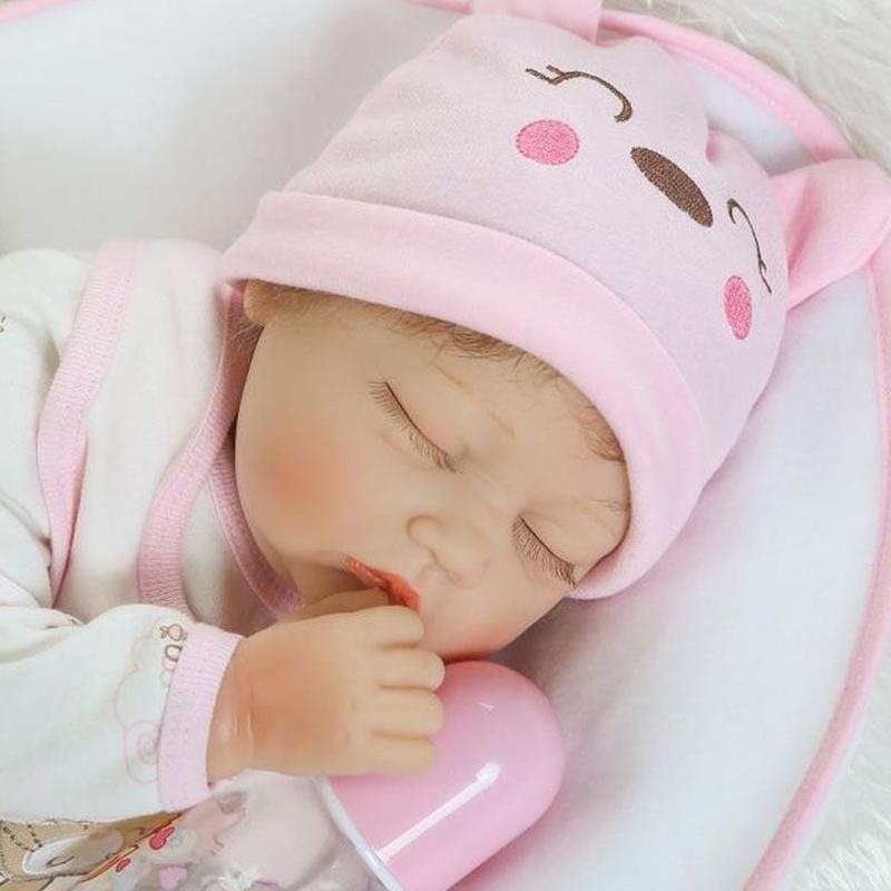 リボーンドール リアル赤ちゃん人形 本物そっくり かわいいベビー人形 ハンドメイド海外ドール 衣装と哺乳瓶・おしゃぶり付き クローズアイ  すやすや熟睡中のかわいい女の子